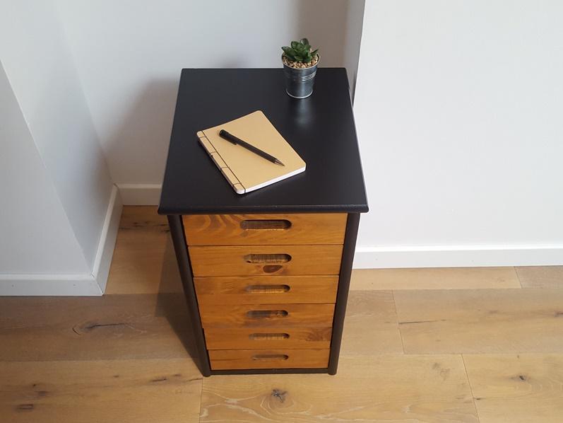 Meuble de bureau noir et bois